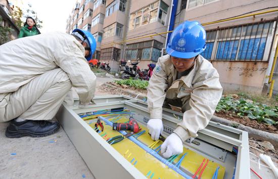 老旧小区改造工程电力配套改造施工全面展开,涉及楼道户表主干线更换