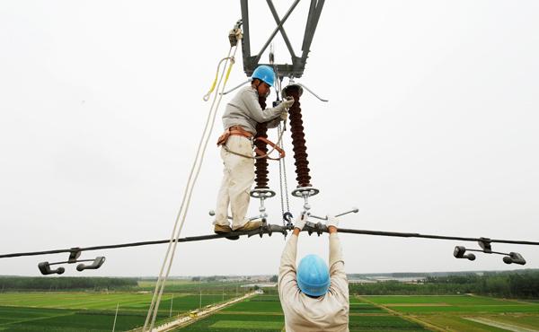 公司实施110千伏输电线路防雷并联间隙试运行推广